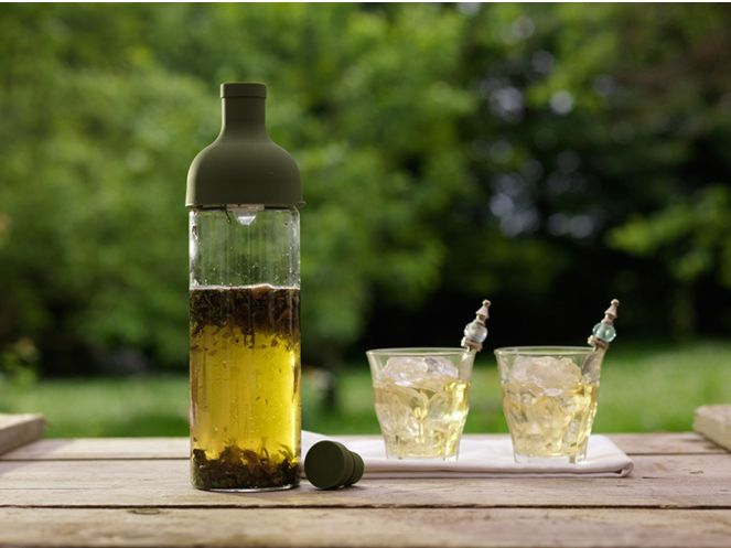 Hario-cold-brew-olive-green-with-tea-background
